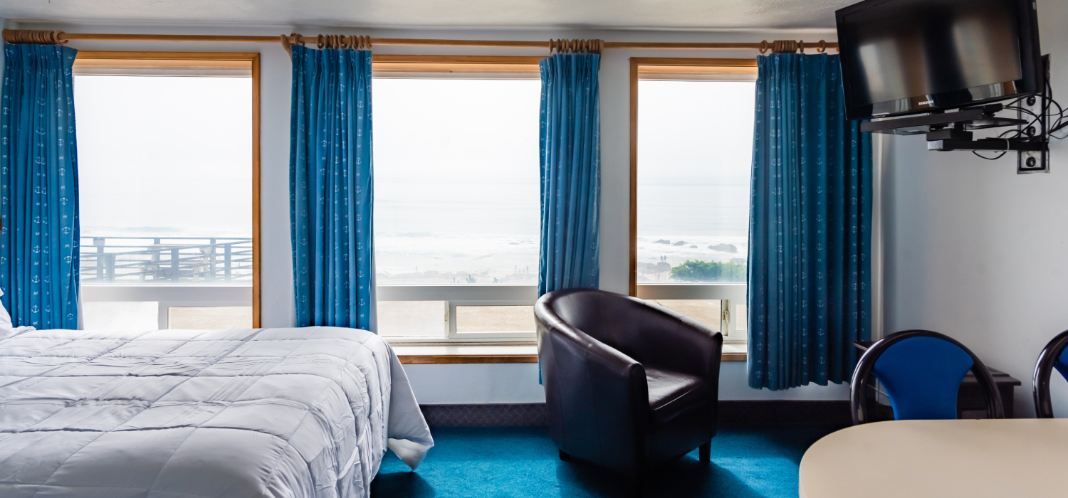 RELAX IN SPACIOUS ACCOMMODATIONS, AT OUR LINCOLN CITY HOTEL